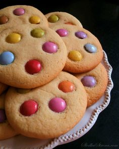 Kolorowe Ciasteczka z Lentilkami - Przepis - Słodka Strona Cookies, Food, Biscuits, Meal, Essen, Hoods, Cookie Recipes, Cookie, Meals