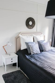 Diy industrial style wooden desk lamps with concrete base Bedside Lamps Diy, Wooden Desk Lamp, Interior Design Inspiration, Bedroom Inspiration, Stone Lamp, Projector Lamp, Industrial Style, Concrete, Sweet Home