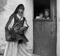 """Sassari. """"La Sardegna di Thomas Ashby. Fotografie 1906-1012"""" è il titolo del volume edito dalla Carl..."""