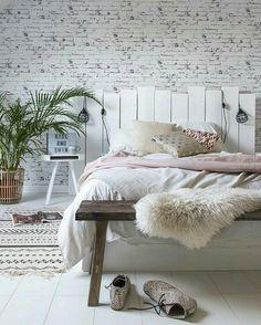 33 Sweet And Feminine Minimalist Bedroom Design Ideas For Girls #MinimalistBedroom