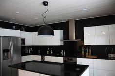 mustavalkoinen keittiö - Google-haku Interior Design Living Room, Living Room Decor, Bedroom Decor, Kitchen Decor, Kitchen Ideas, Modern Kitchen Design, Sustainable Design, Hana, Home Kitchens