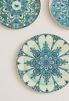 Just the most beautiful crockery! Designer Jenny Wolf's Inspiring Spaces And Places! (Photos: Emily Gilbert Photography) ~ via COCOCOZY Keramik Design, Vintage Plates, Antique Plates, Vintage Pyrex, Antique Dishes, Turquoise, Ceramic Pottery, Ceramic Decor, Ceramic Cafe