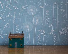 Blue Floral Wallpaper papier papier peint Prairie / Sarcelle / pissenlit, herbe, persil de vache / Hannah Nunn
