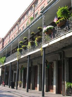 Some of the most iconic buildings in New Orleans are those designed by Madame Pontalba which line two sides of the famous Jackson Square in the French Quarter. The upper floors are apartments, with shops and cafés on the ground level.