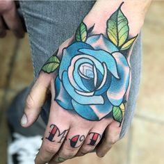 Tatuagens masculinas nas mãos