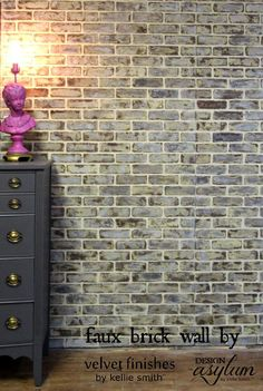 DIY: Making faux brick walls look old - Home Dekor Brick Veneer Panels, Faux Brick Panels, Brick Paneling, Brick Flooring, Paneling Ideas, Faux Walls, Paneling Painted, Mur Diy, Blue Accent Walls
