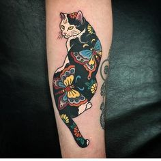 Cat tattoos designs for girls are strong symbols of feminine power, elegance, protection luck and prosperity. Japanese Tattoo Symbols, Japanese Tattoo Designs, Japanese Sleeve Tattoos, Tattoo Japanese, Body Art Tattoos, Cool Tattoos, Tatoos, Tattoo Gato, Tattoos Lindas