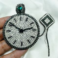 Bead Embroidery Jewelry, Beaded Embroidery, Hand Embroidery, Beaded Jewelry, Brooches Handmade, Handmade Jewelry, Patches Diy, Seed Bead Art, Beaded Brooch