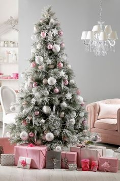 HERE IS OUR IDEAS FOR CHRISTMAS DECORATIONS! http://www.agoprime.it/addobbi-natalizi-idee-last-minute/