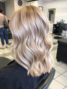 33 schöne Haarideen für blondes Haar 33 beautiful hair ideas for blonde hair The best ideas for your hair for blonde hair. The post 33 beautiful hair ideas for blond hair appeared first on Colorful Diy Hair. Blonde Hair Looks, Blonde Hair With Highlights, Balayage Highlights, Subtle Balayage, Summer Blonde Hair, Blond Hair Colors, Highlighted Blonde Hair, Hair Colours, Hair Colors For Blondes