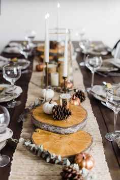 Checkout these Thanksgiving table decor ideas! Use these simple decor items to setup the perfect centerpiece in your dinning room. An elegant rustic Thanksgiving table setting and 4 tips on how you can create your own Thanksgiving tablescape. #joyfullygrowingblog #thanksgiving #tablescape #homedecor #turkey
