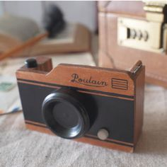 {Retro Camera Tape Dispenser} this would fit in perfectly in my vintage camera infused office