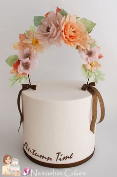 garland cake by galit, simple cake in brown trims, beautiful cake, lovely colour combinations, Pretty Cakes, Cute Cakes, Beautiful Cakes, Bacalhau No Forno Com Cebolada, Geometric Cake, Wafer Paper Cake, Cute Birthday Cakes, Fall Cakes, Creative Cakes