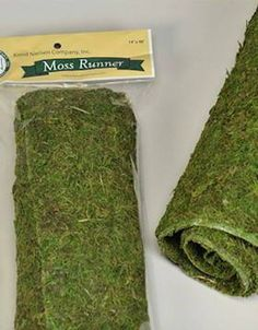 How do you make decorative DIY moss balls? Quick and easy way to make DIY moss balls for your home decor. Perfect DIY spring craft idea for any spring home decor Moss Table Runner, Table Runners, Peter Rabbit Party, Deco Table, A Table, Do It Yourself Decoration, Forest Party, Forest Wedding, Woodland Wedding