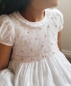 Girls Smocked Dresses, Little Girl Dresses, Flower Girl Dresses, Smocked Baby Clothes, Smocking Baby, Smocking Plates, White Baby Dress, Crochet Baby Dress Pattern, Embroidery Dress