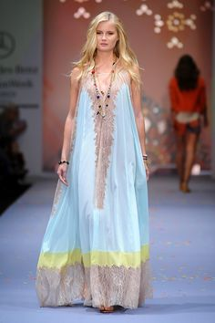 Exceptional boho dresses are readily available on our website. Check it out and you wont be sorry you did. Boho Fashion, Fashion Show, Fashion Dresses, Fashion Design, Maxi Dresses, Wedding Dresses, Look Boho Chic, Bohemian Style, Boho Dress