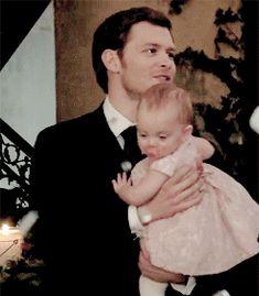 """The Originals – TV Série - Niklaus """"Klaus"""" Mikaelson - Joseph Morgan - baby Hope Mikaelson - bebê - amor - love - daughter - filha - father - pai - dad - papai - dress - vestido - lace - renda - cor de rosa - rose - pink - moda - style - look - inspiration - inspiração - fashion - elegante - elegant - chic - 2x14 - I Love You, Goodbye - Eu Te Amo, Adeus - gif"""