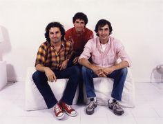 """Archivo de Víctor Manuel: La amistad de Joan Manuel Serrat y Miguel Ríos viene de lejos. Esta fotografía de Ramón Goñi para """"Cambio 16"""" data de 1980."""