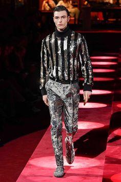 Dolce & Gabbana Fall 2019 Menswear Fashion Show Collection: See the complete Dolce & Gabbana Fall 2019 Menswear collection. Look 57 Men's Fashion, Male Fashion Trends, Catwalk Fashion, Weird Fashion, Mens Fashion Week, Fashion Prints, Couture Fashion, High Fashion Men, Winter Fashion