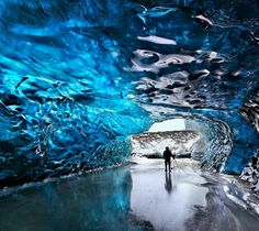 magnífica cueva de cristal de Svmnafellsjvkull en el parque nacional Skaftafell en Islandia.