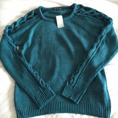 Forever 21 Sweater Forever 21. NWT. Sweater. Teal. size XL Forever 21 Tops