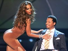 Singer Beyonce Knowles and actor Terrence Howard perform onstage at the BET Awards 05 at the Kodak Theatre on June 2005 in Hollywood, Ca. Pole Dance, How To Lap Dance, Bachata Dance, Pole Dancing Fitness, Dance Tips, Bet Awards, Pop Rock, Beyonce Knowles, Female Singers
