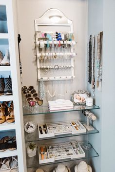 Master Closet Organization Ideas//#closetorganization//#homeorganization//#walkincloset//#closetorganizationideas//#masterclosetorganization//#closetorganization//curlsandcashmere.com