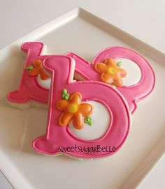 Sugarbelle is a master at making simple, amazingly beautiful cookies! Love the monograms