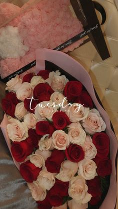 Beautiful Bouquet Of Flowers, Romantic Flowers, Beautiful Roses, Pretty Flowers, Wallpaper Doodle, Mode Poster, Rose Flower Wallpaper, Instagram Emoji, Flowers Instagram