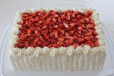 Tarun Taikakakut: Iso mansikkakermakakku Desserts, Food, Tailgate Desserts, Deserts, Essen, Postres, Meals, Dessert, Yemek