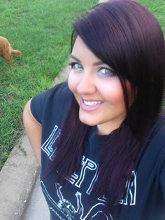 My favorite hair color! Looks dark brown, but sunlight shows plum/burgundy. Dark Plum Brown Hair, Light Brown Hair, Dark Hair, Dark Blonde, Brown Eyes, Zooey Deschanel, Cabello Zayn Malik, Mahogany Hair, Anti Aging