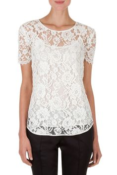 Love this Lace Top. Lace Top Outfits, Blouse Designs Catalogue, White Lace Blouse, Lace Peplum, Unique Bridesmaid Dresses, Sewing Blouses, Stylish Blouse Design, Stylish Shirts, Chiffon Tops