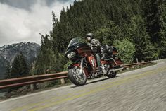 The Road Glide Ultra motorcycle brings the Road Glide back to the Harley touring line-up with maximum swagger, custom CVO-Style and long mile capability. | 2015 Harley-Davidson CVO Road Glide Ultra #harleydavidsonroadglidecvo