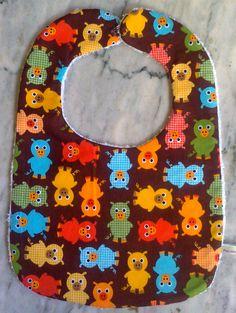 Babero hecho a mano con tela de toalla y algodón  www.facebook.com/Patchbornay