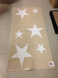 Beige & white star carpet