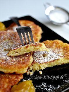 Der Teig ist innen fluffig und außen knusprig. Er ist nicht zu süß und schön saftig. Pancakes mit Puderzucker schmecken...