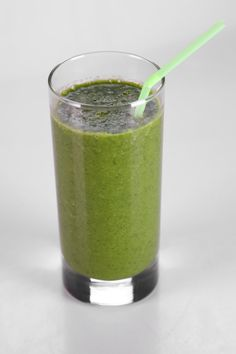 the chew Dylan Ratigan's Kale Hero Smoothie          10 leaves of Dino Kale     2 Limes (juiced)     1 Papaya (inner flesh of fruit)     3 cups Apple Juice     1 piece Raw Ginger (diced)     1 Banana