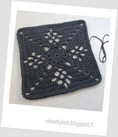 virkattukoti: Viktoriaaninen matto Crochet Carpet, Crochet Home, Knit Crochet, Free Crochet Square, Crochet Squares, Crochet Stitches Patterns, Stitch Patterns, Knitting Patterns, Crochet Fashion