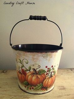 Fall Pumpkin Bucket Use different seasons - instead of painting use wall borders? Painted Milk Cans, Painted Pots, Pumpkin Bucket, Tole Painting Patterns, Autumn Painting, Country Paintings, Autumn Crafts, Country Crafts, Fall Pumpkins