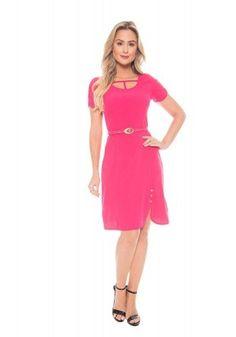 e29d85e4f0 modelo cabelo louro vestido rosa detalhe botao viatolentino