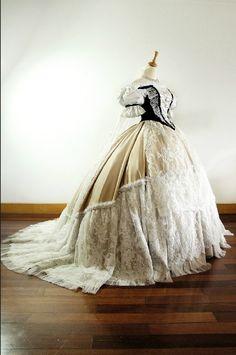 Empress Elisabeth of Austria Vintage Gowns, Vintage Outfits, Vintage Clothing, Empress Sissi, Court Dresses, Medieval Gown, Victorian Costume, Costume Dress, Vintage Costumes