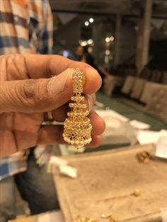 Gold Bangles Design, Gold Earrings Designs, Gold Jewellery Design, Necklace Designs, Jumka Earrings, Gold Jhumka Earrings, Gold Buttalu, Gold Jewelry Simple, Pendant Jewelry