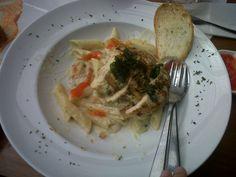 Chicken Pasta ala Hartwood Restaurant Chicken Pasta, Spaghetti, Restaurant, Meat, Ethnic Recipes, Food, Twist Restaurant, Hoods, Meals