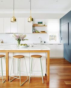 """So you can't exactly pin this to your """"kitchen"""" board, but you can bookmark it! Go ahead—save some design inspiration for later by tapping the little flag ↗️.  photo: Bauer Media"""