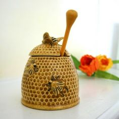 Dianne Zweig - Kitsch n Stuff: Bee And Honey Themed Collectibles Honey Container, Bee Wings, I Love Bees, Bee Skep, Bee Crafts, Bee Happy, Save The Bees, Bees Knees, Queen Bees
