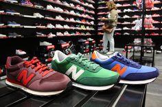 Aprovecha las #rebajas de Décimas y hazte con tus #NewBalance en el color que más te guste #MarinedaCity #verano #shopping #moda #calzado