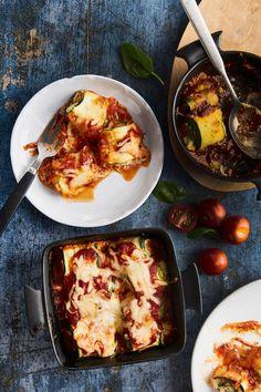 Lasagnen täytteeksi sopii perinteisen bolognesekastikkeen sijaan myös muut täytteet. Tässä kolme kasvislasagnea, joille menettää sydämensä myös vannoutuneimmat lihansyöjät. Ricotta, Lasagna