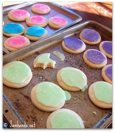 Soft sugar cookies... always looking for the right christmas sugar cookie recipe!