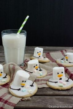 Christmas cookies - melting snowman cookies - Christmas cookies – melting snowman cookies (melting snowmen cookies with marshmallows) - Christmas Treats, Christmas Baking, Christmas Cookies, Christmas Recipes, Schneemann Cookies, Biscuits, Marshmallow Cookies, Marshmallow Snowman, Snowman Cookies