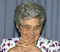 """BELEZA DE CHIARA - IGINO GIORDANI (FOCO) (Loppiano, 03/07/74) - «Onde está a beleza de Chiara? Na simplicidade com a qual ela começou a viver o Evangelho. Pegou o Evangelho, e o tomou ao pé da letra, e o vive, apenas isso. Porque o cristianismo, como dizia São Paulo aos gregos, não consiste na cultura, mas na vida, em algumas leis da vida que são muito simples. Sempre tocou-me a união de Chiara com Deus."""""""